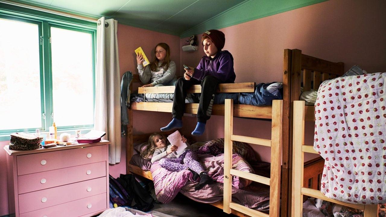 Barn i övervåningssäng